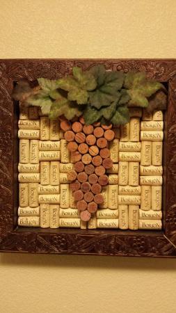 Borjon Winery: Cork Art