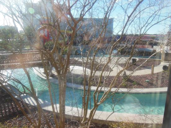 Coushatta Inn : View of part of the pool from our window