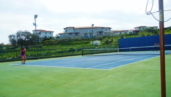 Pristine Bay Resort : tennis courts
