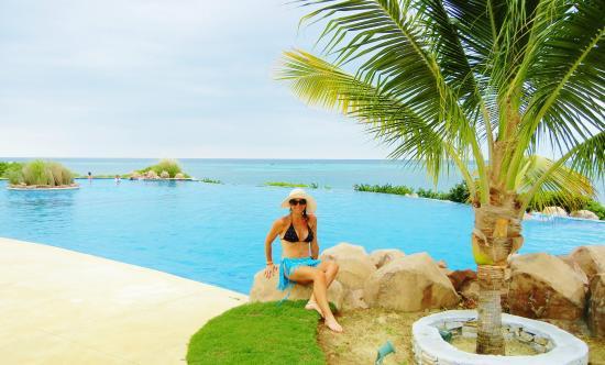 Pristine Bay Resort: Infinity Pool