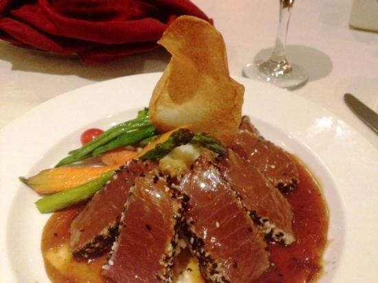 Allgauer's Restaurant: Sesame-seared yellow-tail tuna. Delicious.
