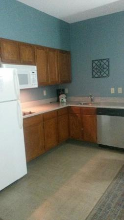 Residence Inn Charleston Downtown/Riverview : Big kitchen area!