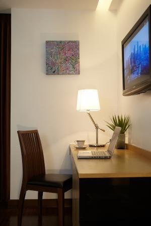 CityPoint Hotel: Working desk