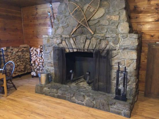 Norden, Californien: Large Stone Fireplace to Warm after Skiing