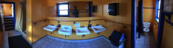 Norden, Californien: Large Group Size Bathrooms