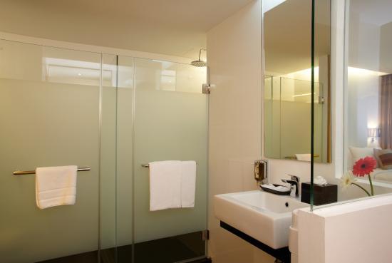 CityPoint Hotel: Deluxe Bathroom