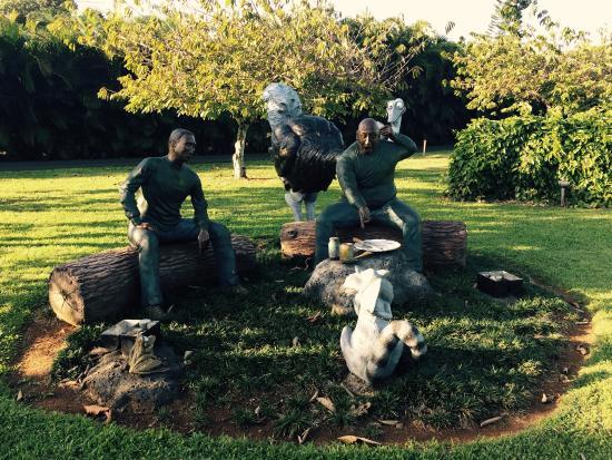 Na Aina Kai Botanical Gardens: Sculpture