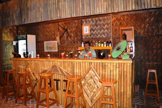 HTI Bar & Restaurant : The cozy bamboo bar