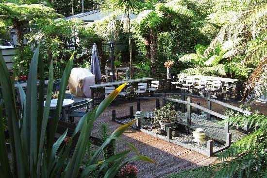 Woodlands Motel & Conference Venue: barbeque and outdoor seating