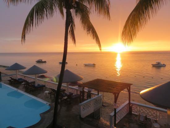 coucher de soleil depuis le grand balcon de fa ade picture of gold beach resort flic en flac. Black Bedroom Furniture Sets. Home Design Ideas