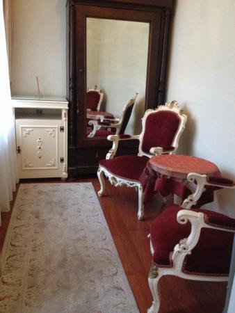 Asmali Hotel: Sitting area in my room