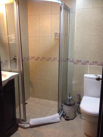 Asmali Hotel: Clean bathroom