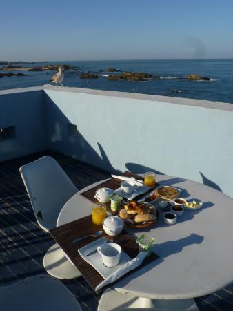La maison des artistes: Having Breakfast on the terrace
