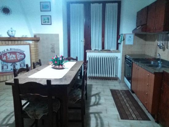 Soggiorno-cucina con caminetto rustico privato - Picture of B&B Le ...