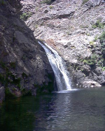 Cascata e laghetto picture of cascata del marmarico for Cascata per laghetto