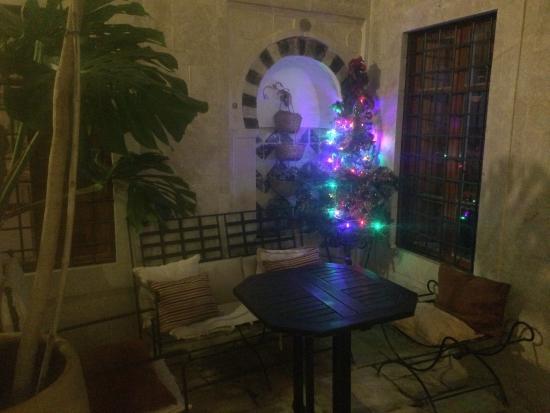 Dar Traki: Der Weihnachtsbaum im Patio des Riadhs