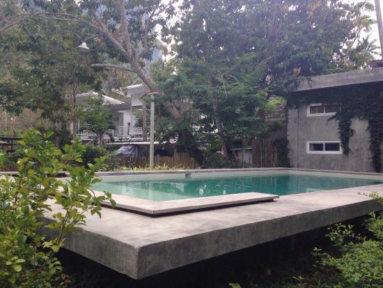 Glur Hostel: Swimminpool