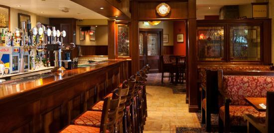 Corr's Corner Bar & Grill
