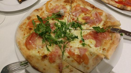 Pizza crudaiola picture of il tocco giusto da luigi for Pizzeria il tocco