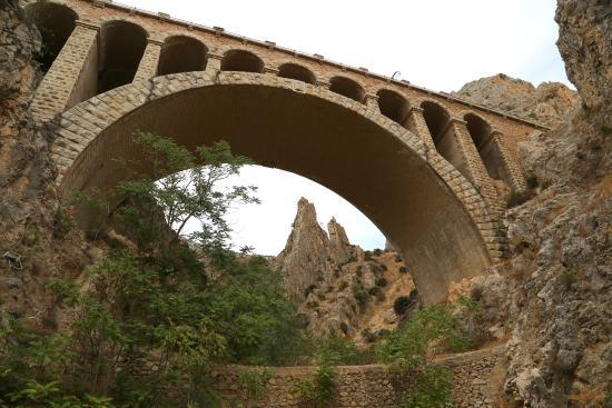 Caminito Del Re : Действующий железнодорожный мост