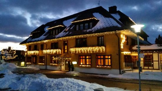 Bio & Wellnesshotel Alpenblick: The restaurant from outside in winter