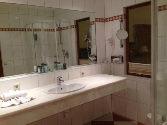 ottimo bagno: vasca, doccia e 2 lavandini - picture of premium ... - Bagno Vasca Doccia