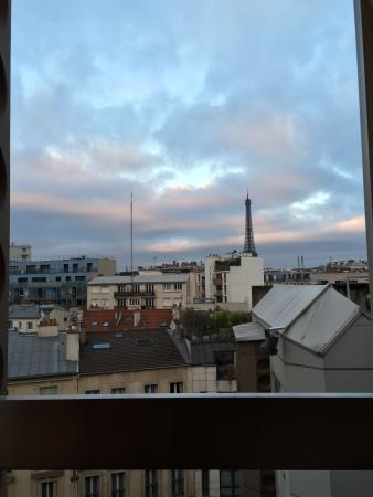 Ibis Tour Eiffel Cambronne: Great view from room 737. 10 minute walk from the Eiffel Tower.