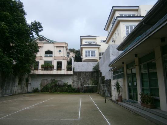 Broadway Court: tennis court