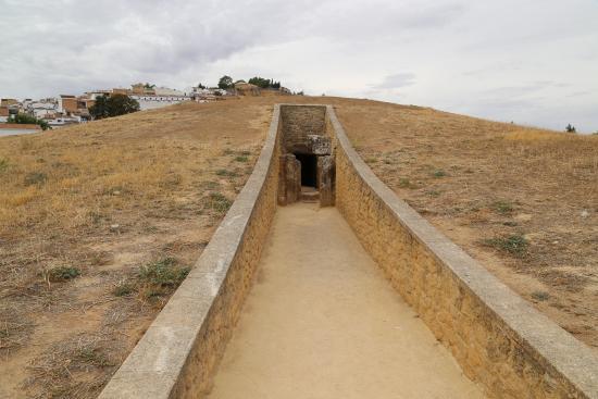 Antequera, Spania: Вход в дольмен