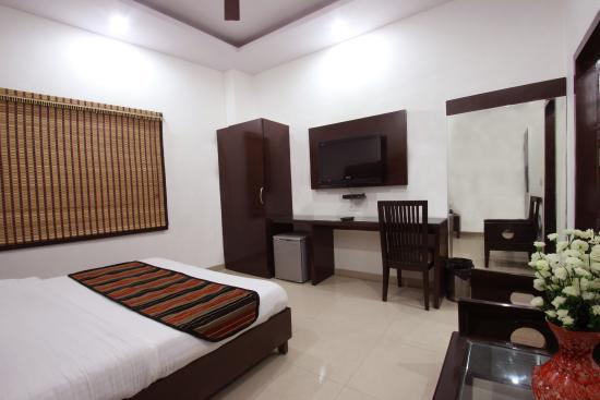 Hotel Mohan International: Deluxe Room