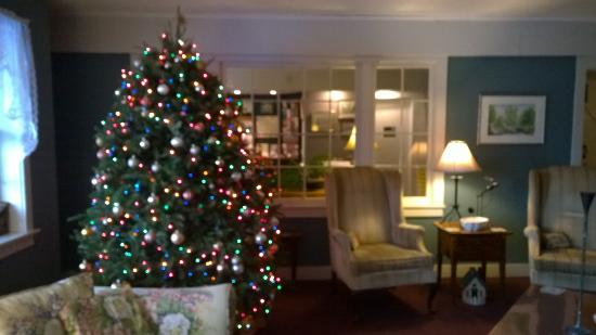 Deerhill Inn Restaurant: beautifully decorated for holiday