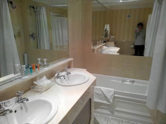 Killarney Royal: Very clean and tidy