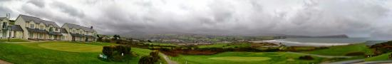 Newport -Trefdraeth, UK: Hotel and ground with the view