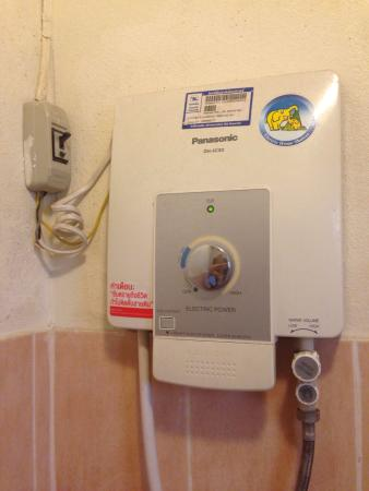 Tri Gong Residence : Electrical solution by the water supply in room 102.