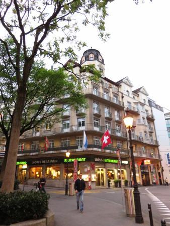 Hotel De la Paix: ヨーロッパの古都らしい外観
