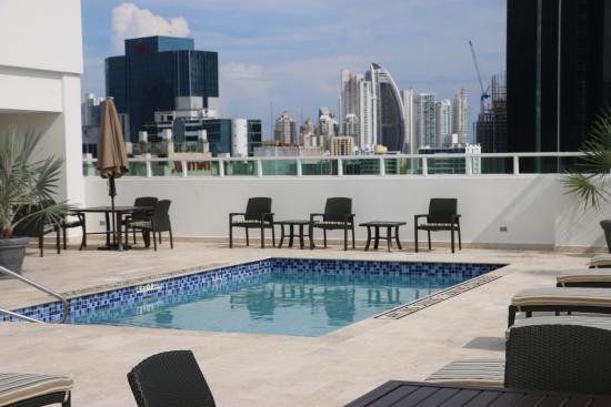 Hyatt Place Panama City Downtown Vista De La Piscina Del Hotel