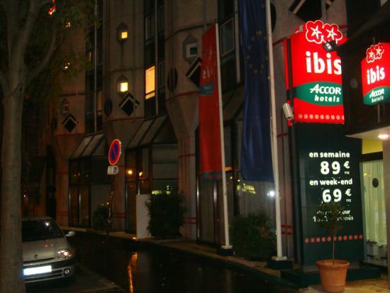 Ibis Paris La Villette Cité des Sciences 19eme : Frente do hotel