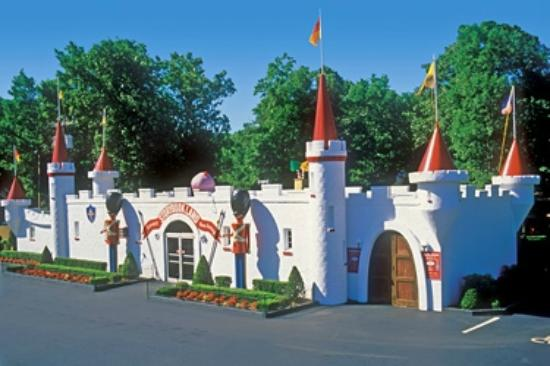Egg Harbor Township, NJ: Storybook Land's Castle Entrance