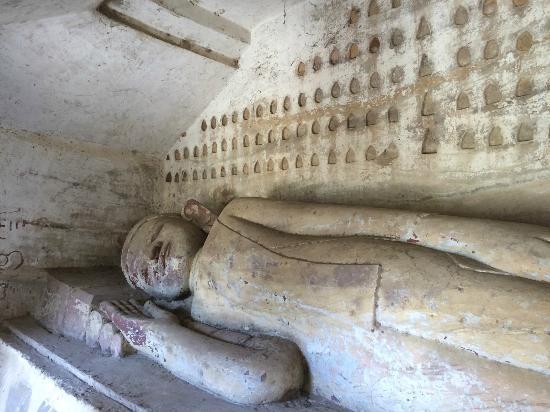Po Win Daung Caves : 洞窟の中の仏像