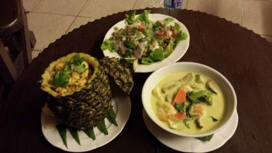 Coral Cove Chalet : dinner