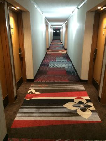 Best Western Plus Dayton Northwest : Hallway, nice new carpet
