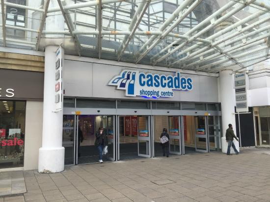 ‪Cascades Shopping Centre‬