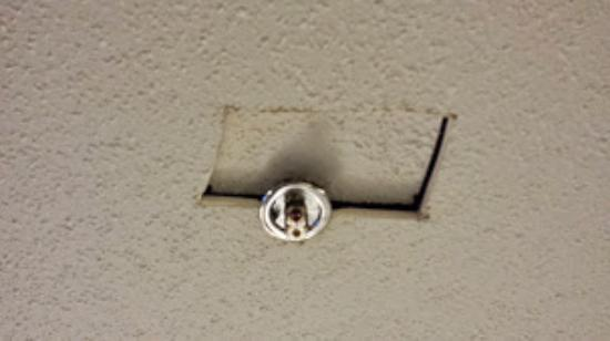 Holiday Inn Express Hotel & Suites Marysville: hole in ceiling