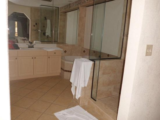 Parkway International Resort: Baño principal con jacuzzi