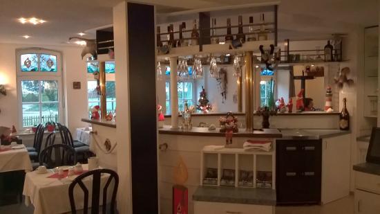 Kirchdorf, Deutschland: Speisesaal mit Schank bereich