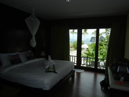 Koh Ngai Thanya Beach Resort: inside the room
