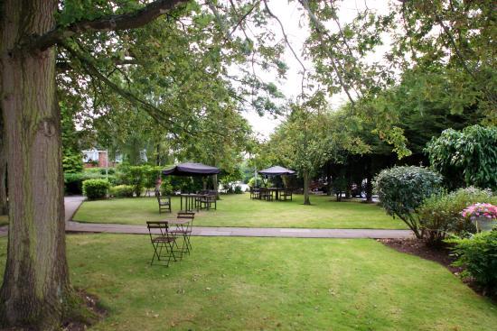 Chimney House Hotel: Hotel grounds