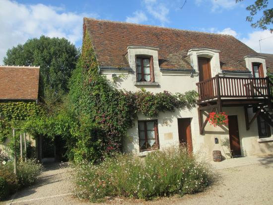Auberge de Launay : Our room, walk in back and enjoy pretty patio/gardens
