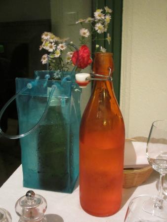 Auberge de Launay: Pretty way to serve water & wine