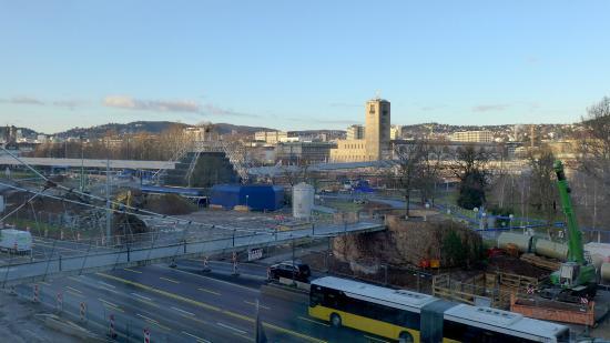Le Meridien Stuttgart: Вид при выходе из отеле (2015)